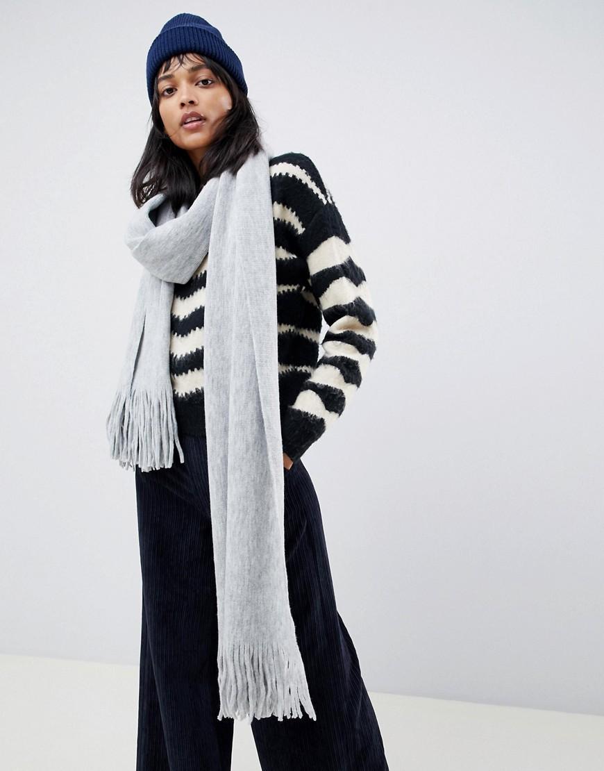 ASOS DESIGN - Langer Schal mit Fransen aus superweichem Strick - Grau