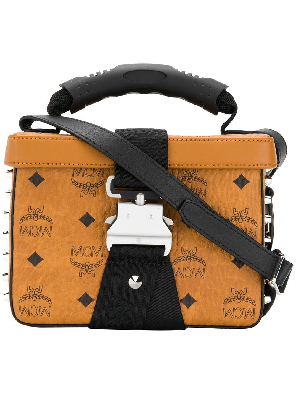 MCM Kastige Handtasche mit Nieten - Braun