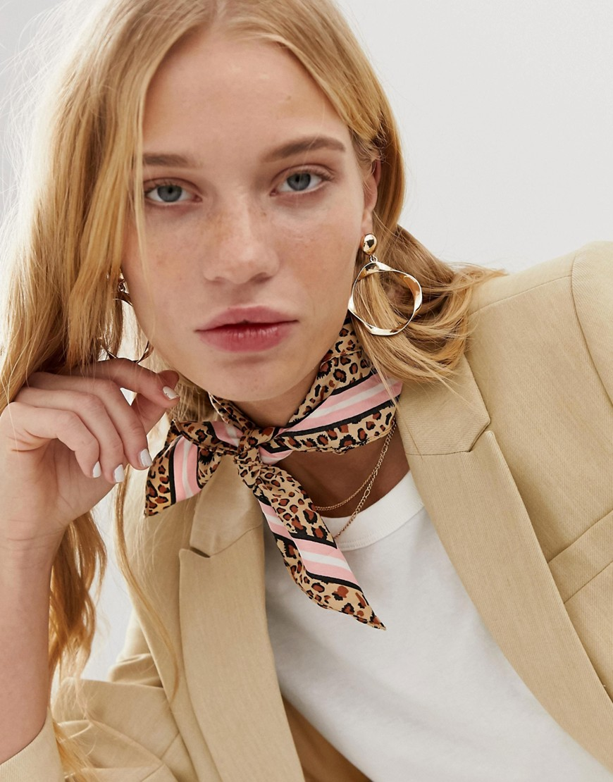 Pieces - Gestreifter Schal mit Leopardenmuster bedruckt - Mehrfarbig