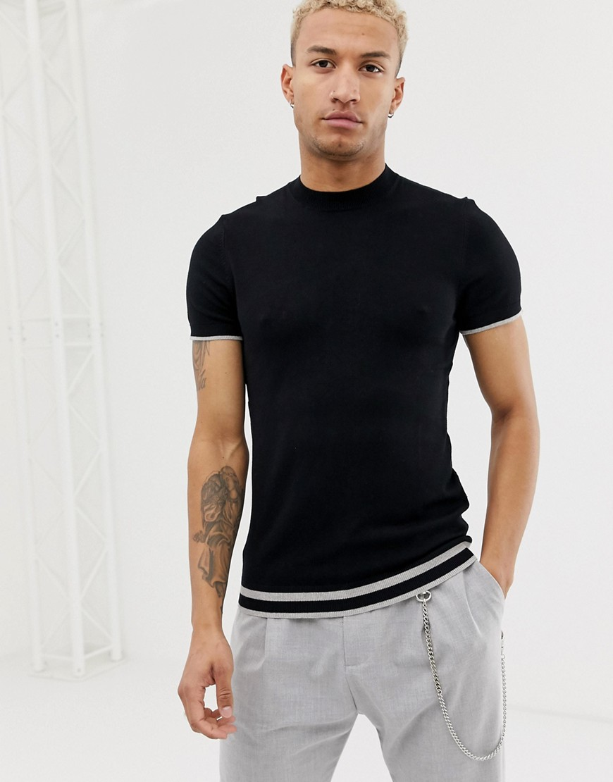 Bershka - Gestricktes T-Shirt in Schwarz mit Streifen - Schwarz