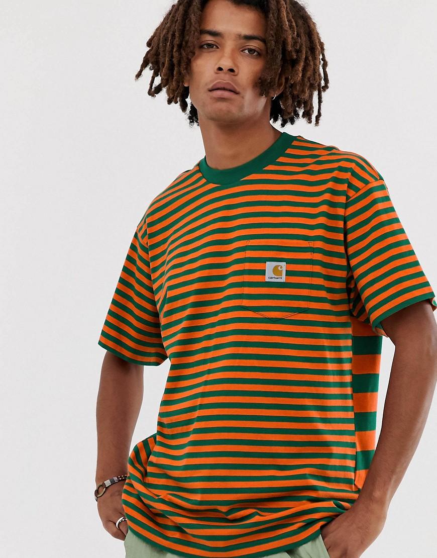 Carhartt WIP - Barkley - Gestreiftes T-Shirt mit Tasche in Orange/Grün - Orange