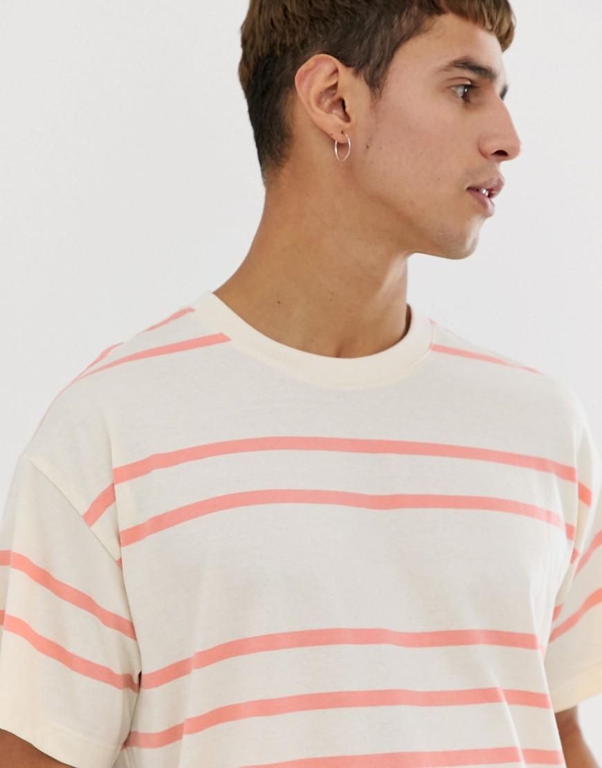 New Look - Gestreiftes Oversize-T-Shirt in Ecru - Rosa