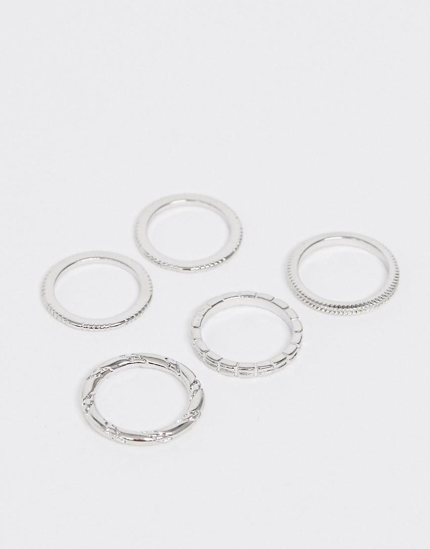 ASOS DESIGN - 5er-Set Ringe mit Gravur und verdrehtem Design in Silber - Silber