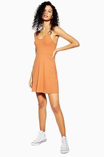 Ausgestelltes Kleid mit Hornring - Toffee