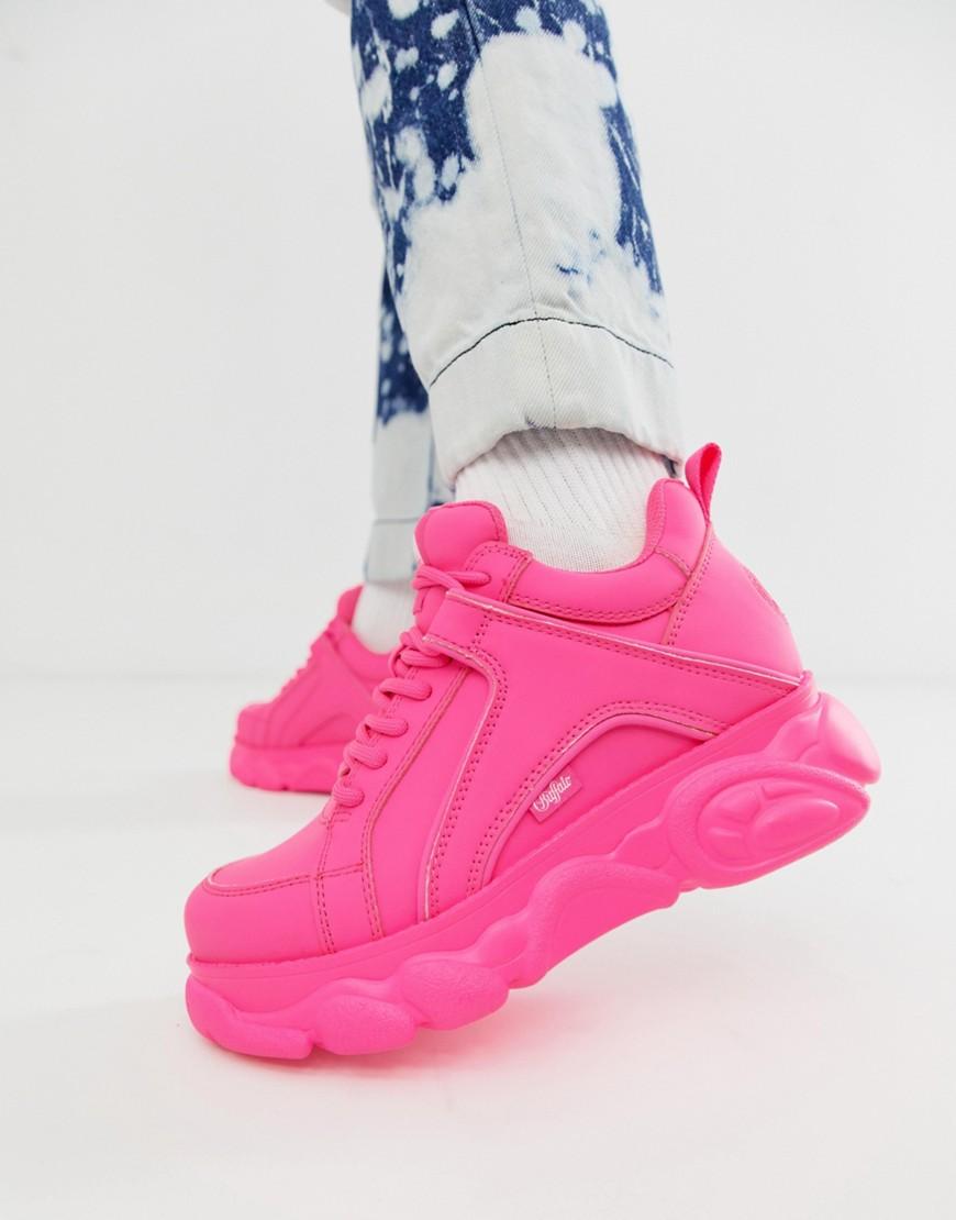 Buffalo Corin Niedrige Sneaker in Neon mit flacher Plateausohle Rosa