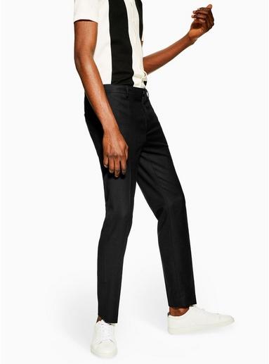 Eng geschnittene Hose mit Strukturdesign, schwarz, SCHWARZ