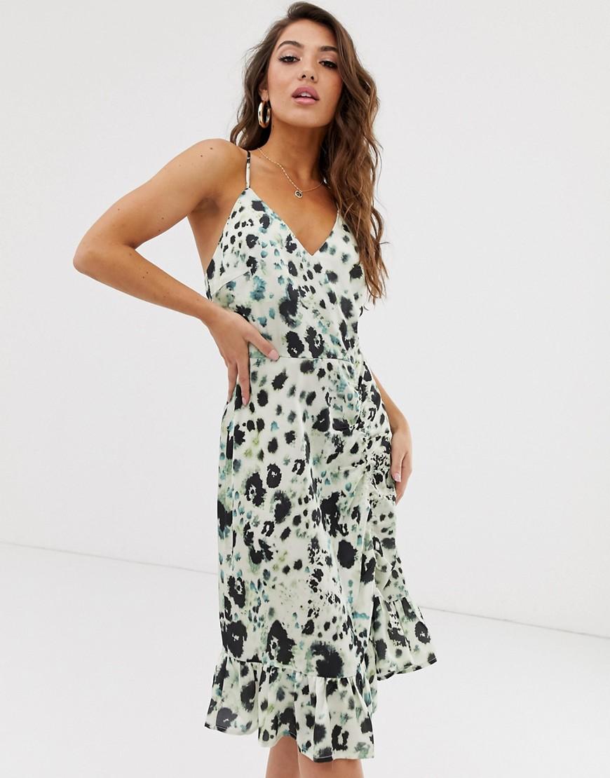 buy online 1e989 5026b NA-KD - Grünes Kleid mit floralem Print und Rüschen - Grün