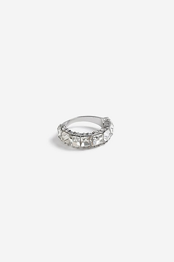 **Ring mit Schmucksteinverzierung - Silber