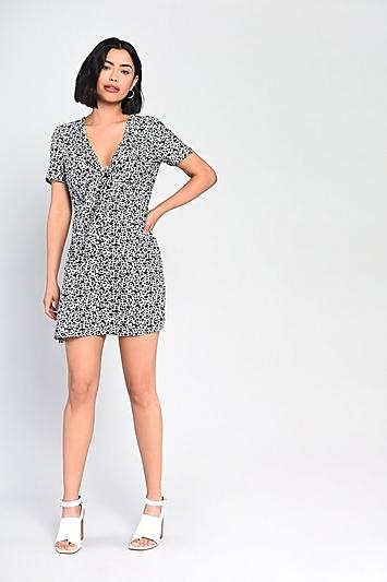 **Schwarz-weißes Prärie-Kleid mit feinem Print von Glamorous