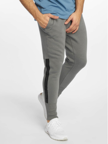 Under Armour Männer Jogger Pants Accelerate Offpitch in grau