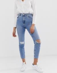 ASOS DESIGN - Farleigh - Schmale Mom-Jeans in heller Vintage-Waschung mit hohem Bund, Knierissen und Flickendetail-Blau