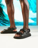 ASOS DESIGN - Gesteppte Sandale mit Fersenriemen in Schwarz