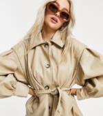 ASOS DESIGN Petite - Jacke aus Kunstleder mit betonten Ärmeln in Kittgrau-Weiß